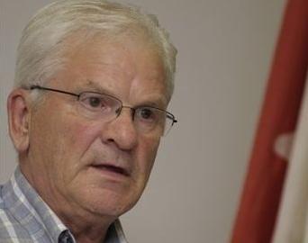 Le maire de Sainte-Marie-Madeleine, Simon Lacombe