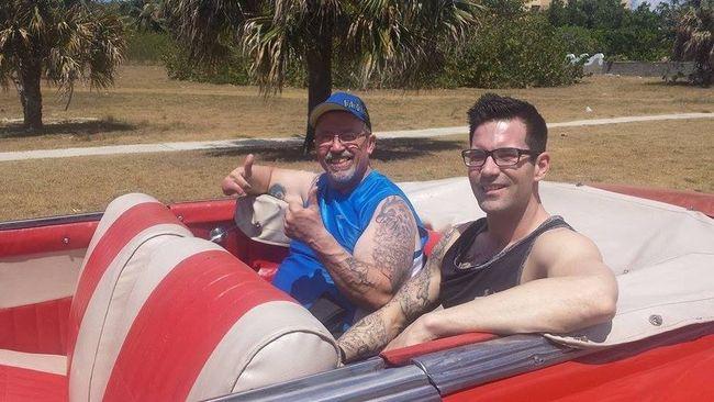 Jean-Guy Roy (à gauche) peut remercier le ciel que son entraîneur et ami, Vincent Laurendeau l'ait accompagné à Cuba.