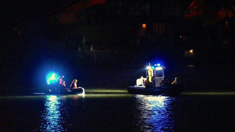 Vers 19h30 lundi soir, les pompiers ont été dépêchés aux abords de la rivière Richelieu pour une embarcation qui aurait chaviré.