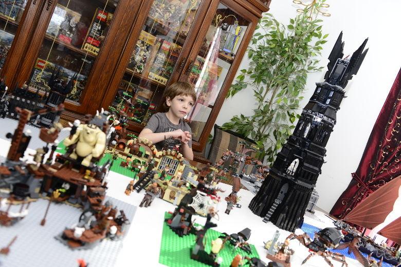 la tour de Saroumane, une pièce destinée aux jeunes de 14 ans de plus de 2300 morceaux.