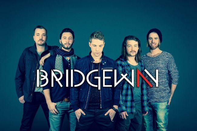 Le groupe Bridgeway. Au centre, le chanteur Raphaël Pilon de Belœil.