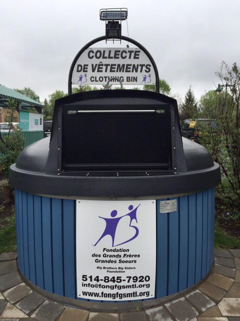 Les boîtes de récupération de vêtements de la Fondation Grands Frères et Grandes Sœurs de Montréal n'ont toujours pas été retirées des stationnements du Mail Montenach et du supermarché Maxi.
