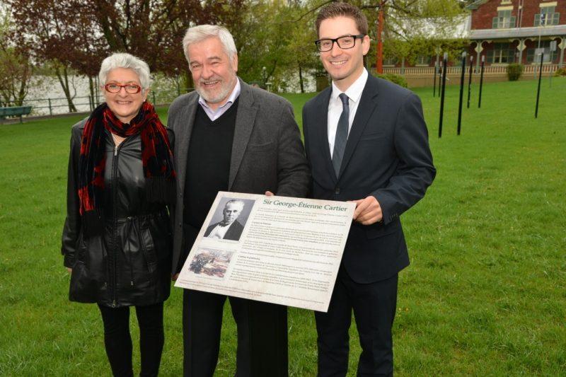Le député Simon Jolin-Barette était présent lors du dévoilement de la plaque commémorative de George-Étienne Cartier.
