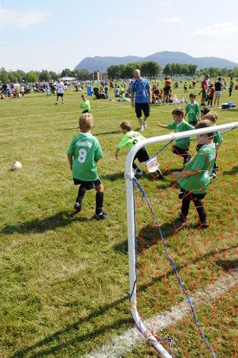 En 2014, 183 711 joueurs étaient inscrits aux différents clubs régis par la Fédération de soccer du Québec, soit 3000 de moins qu'en 2013.