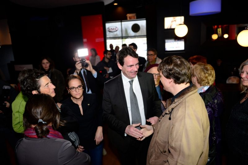 Le candidat dans la course à la chefferie du Parti québécois, Pierre-Karl Péladeau, est allé à la rencontre de militants à McMasterville.