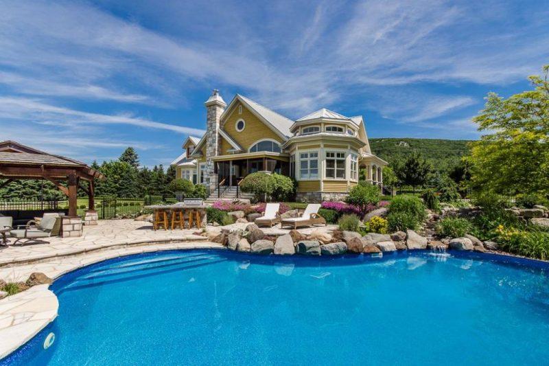la vue extérieure de cette propriété située sur le chemin de la montagne