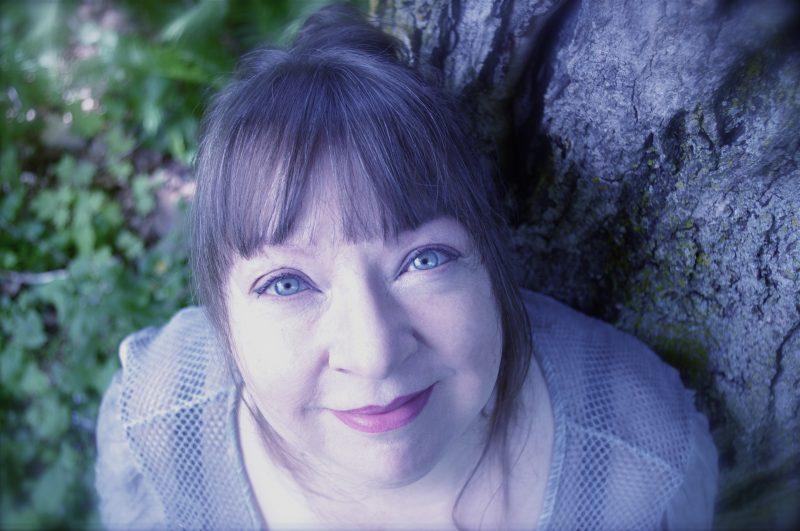 La chanteuse Suzie Tighe d'Otterburn Park présente son premier album solo.