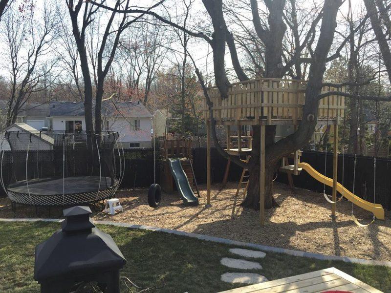 Sébastien Comtois a bâti cette aire de jeux pour ces enfants.