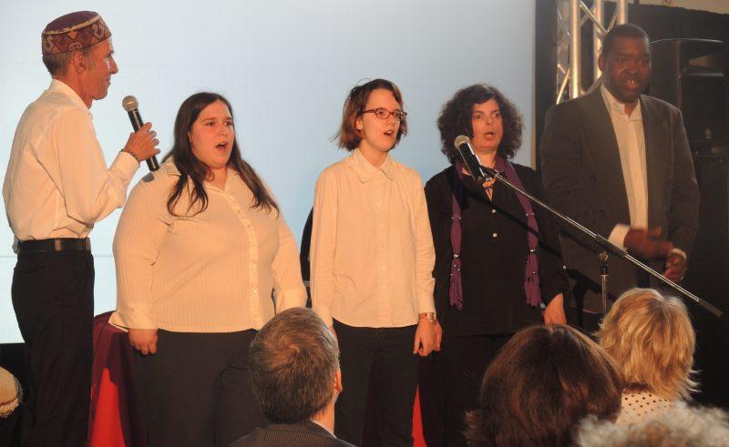La chorale La Gang à Rambroue a chanté «Joyeux anniversaire» au Défi sportif lors de son numéro.