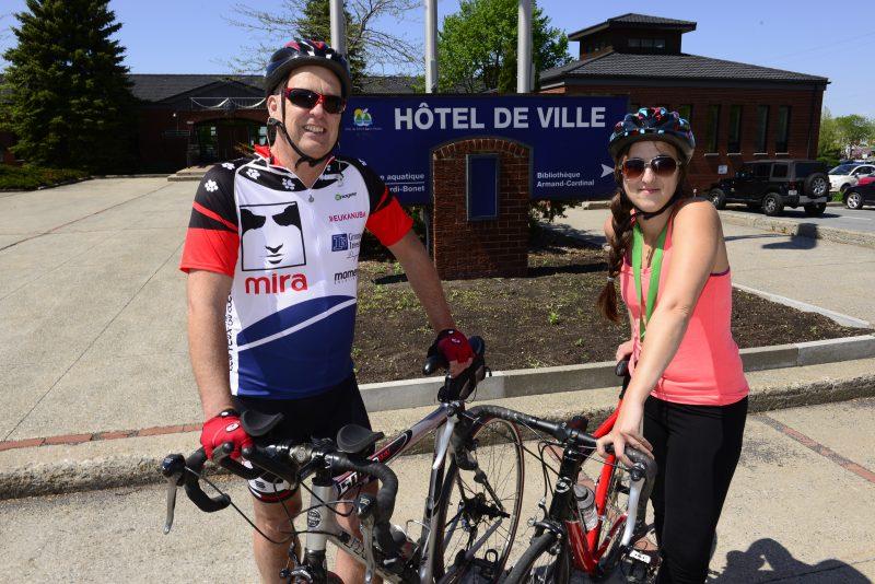 Le maire Yves Corriveau avant sa sortie de vélo avec la journaliste Karine Guillet.