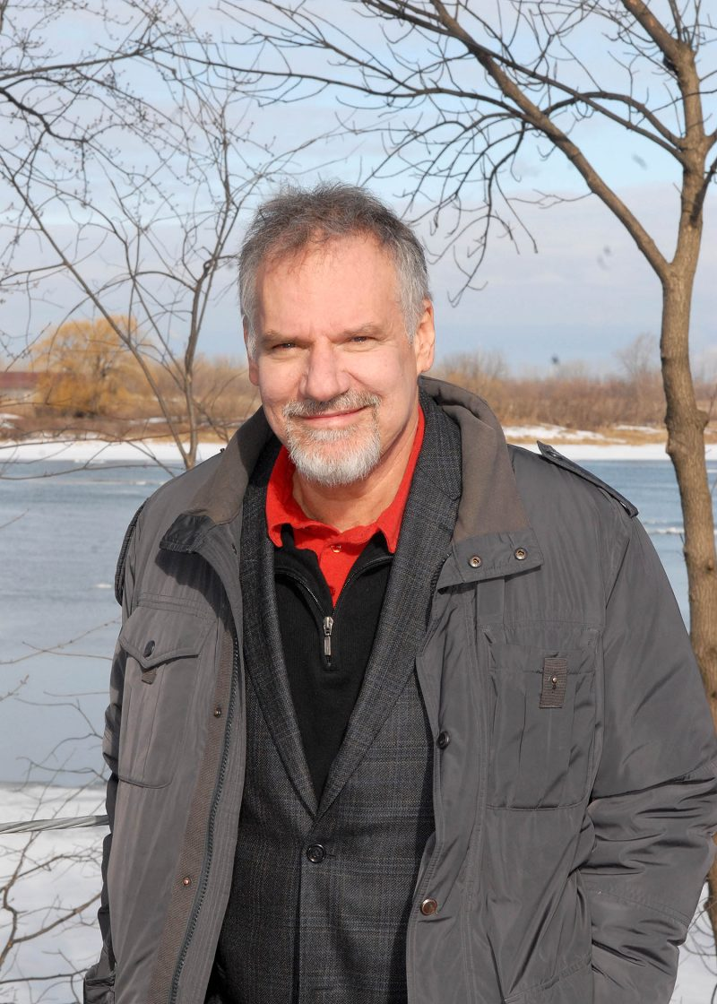 L'artiste JiCi Lauzon se porte à la défense du fleuve Saint-Laurent, son eau et ses rives, afin de sensibiliser la population à l'importance de les protéger. Il pourrait même se montrer intéressé par la politique