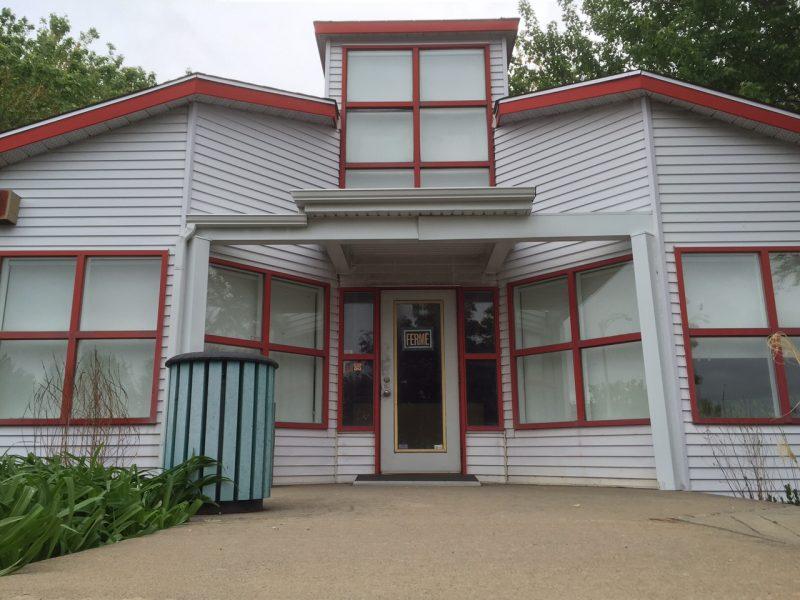Le CLD de la Vallée-du-Richelieu avait décidé de fermer en 2013 le bureau touristique de Mont-Saint-Hilaire en raison d'une baisse d'achalandage.