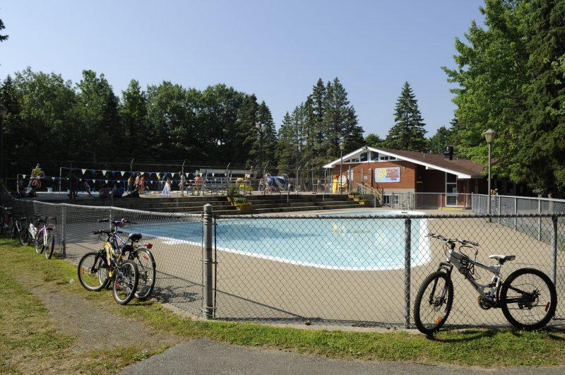 «La piscine et le chalet n'ont pas été entretenus comme on aurait dû. Dans le chalet, les sauveteurs sont pris dans un mini-coqueron et il fait chaud», pense Misha Thibodeau, présidente du Club de compétition de natation d'Otterburn Park.