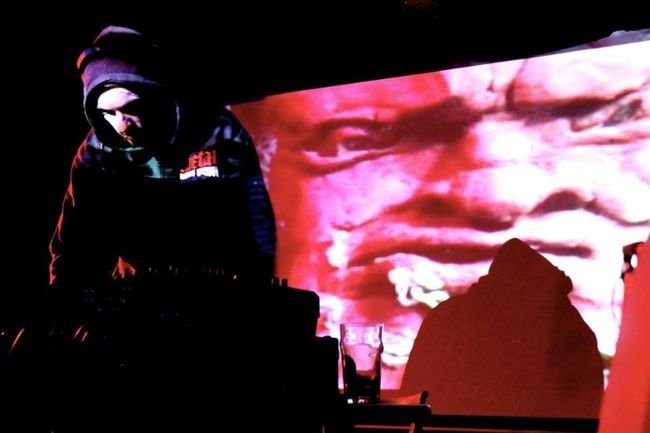 Hogz en prestation lors du lancement de son premier EP au Divan Orange.