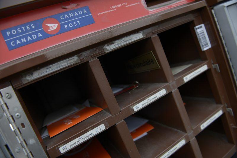 Un casier postal ouvert de Postes Canada
