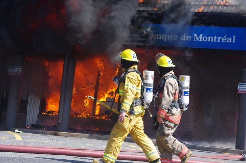 L'effrondrement d'un mur avait gravement blessé un pompier de Saint-Basile-le-Grand