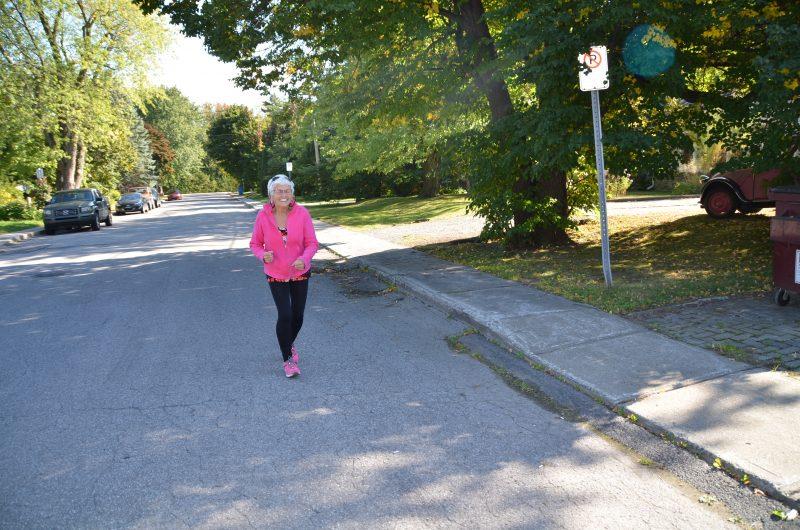 Carole Tétreault invite les personnes âgées à faire de l'activité physique tout en respectant leurs capacités.