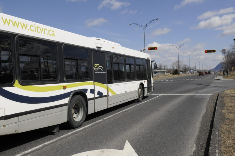 Le service de transport en commun est suspendu, mardi matin.