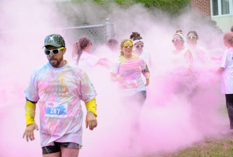 L'an dernier, les participants ont notamment été aspergés de rose.