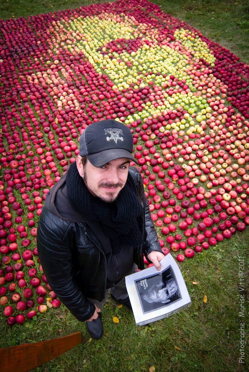 Olivier Lefebvre a réalisé le portrait de Steve Jobs à l'aide de 3750 pommes en 2011.
