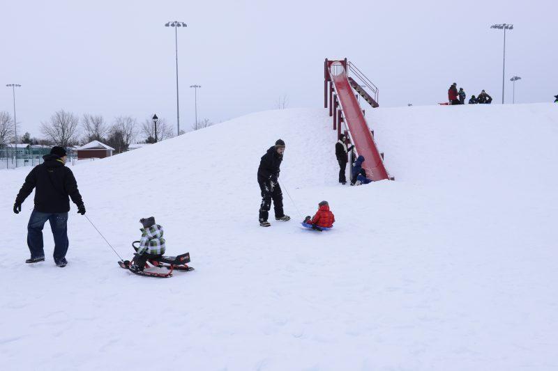 Plaisirs d'hiver vise à augmenter la pratique d'activités physiques hivernales des Québécoises et des Québécois.