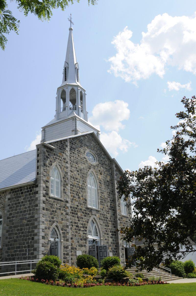 L'église de Mont-Saint-Hilaire.