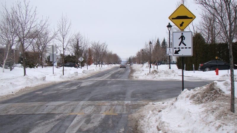 Un plateau ralentisseur, comme sur la rue Jeannotte, sera aménagé sur Maureen.