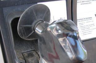 Certains citoyens qui habitent des municipalités à proximité de la frontière américaine ou encore près des limites de l'Ontario ou du Nouveau-Brunswick bénéficient de «rabais» sur l'essence.