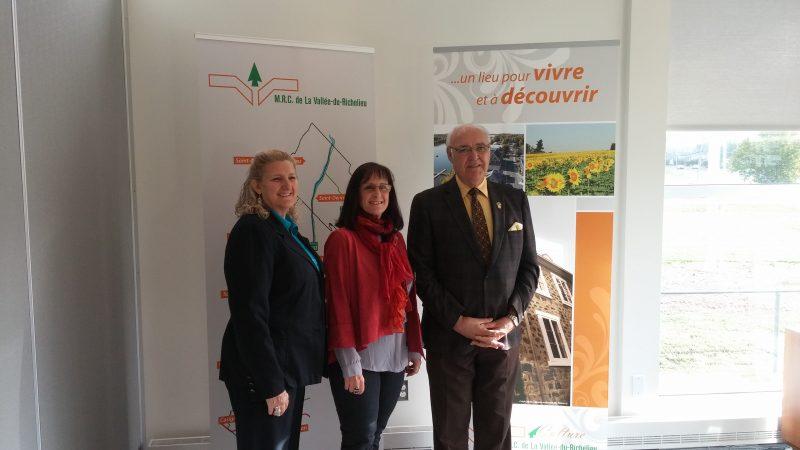 Manon Roger, directrice générale du CLD, et les élus Diane Lavoie et Gilles Plante ont présenté la Politique touristique de la Vallée-du-Richelieu et le Fonds touristique de la Vallée du Richelieu.