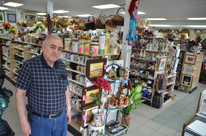 Dans la boutique, on trouve de tout: vaisselle, jouets, décoration, antiquité, etc. Dans son local de 2600 pieds carrés, aucun espace n'est pas occupé par un item à vendre. Tout est classé et nettoyé; ça n'a rien d'un «bric-à-brac», insiste M.Fraraccio.