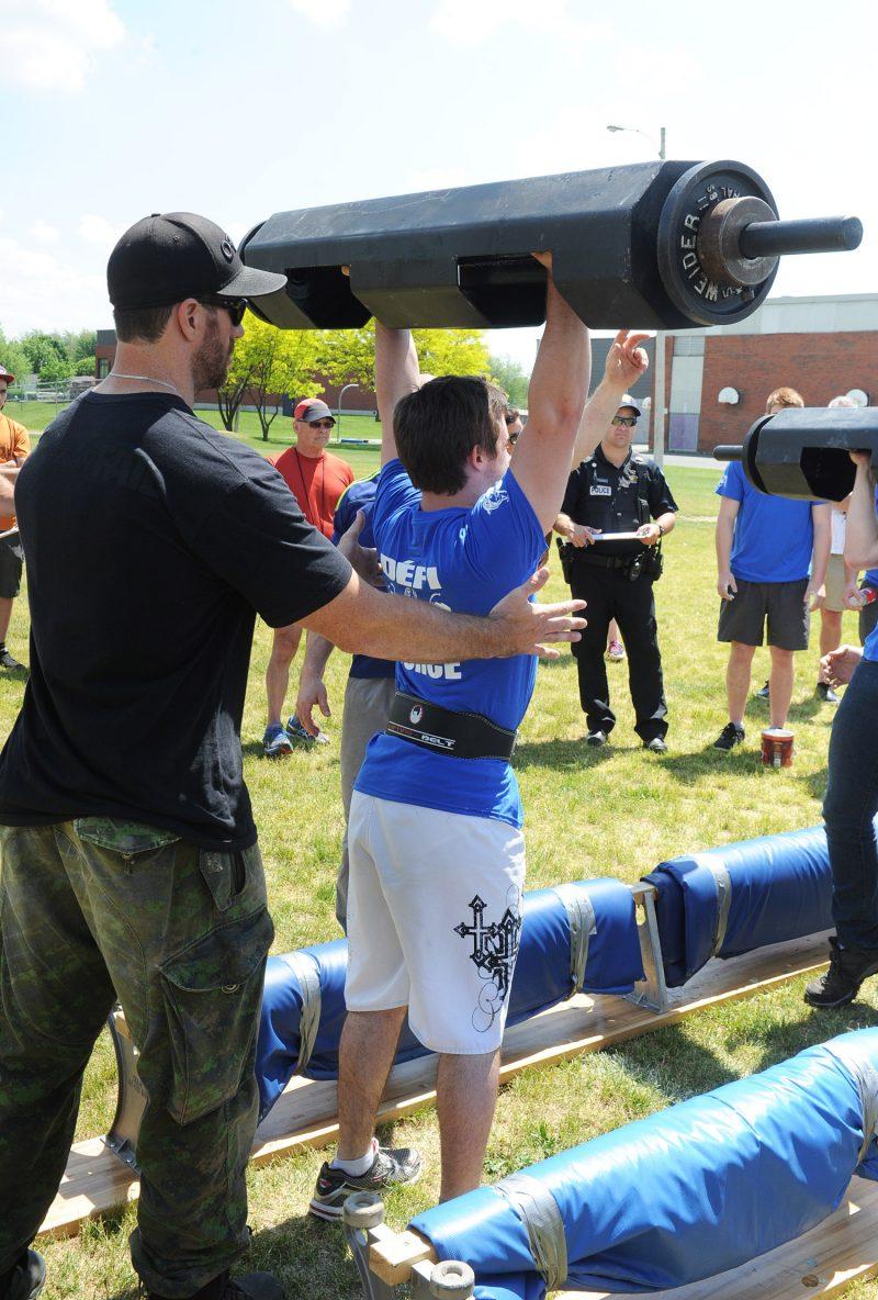 La première épreuve du concours a été le tir du camion.