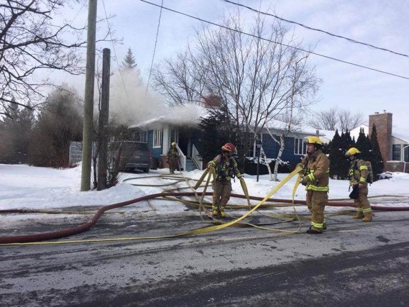 Une maison a été la proie des flammes, lundi le 6 février.