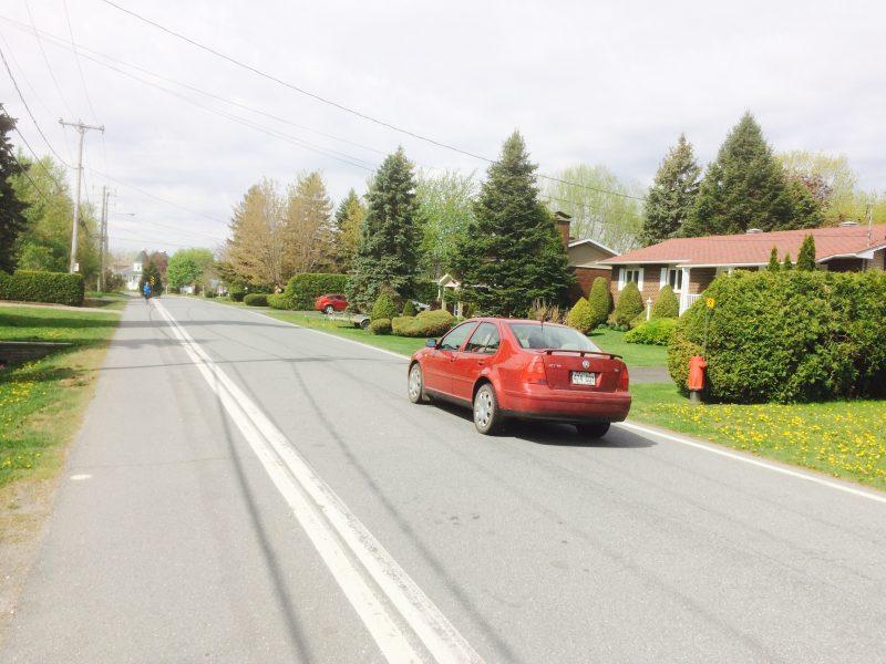 Ce type de plateau ralentisseur, que l'on retrouve sur la rue Jeannotte, pourrait être aménagé sur Maureen.