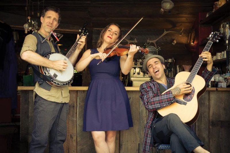 La formation musicale Bon Débarras, un groupe de musique folk qui s'inspire de la mémoire de l'Amérique francophone, assurera la portion musicale de la Fête nationale le 23 juin à 20h.
