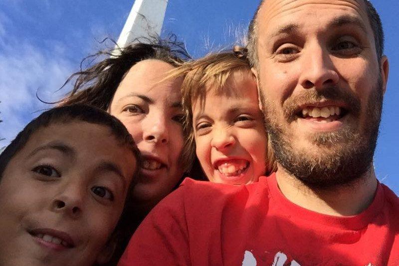 caravane: etincellesdeliberte.com.  @BV:Ève Charron, Jean-François Gallant et leurs enfants Elyane et Loik