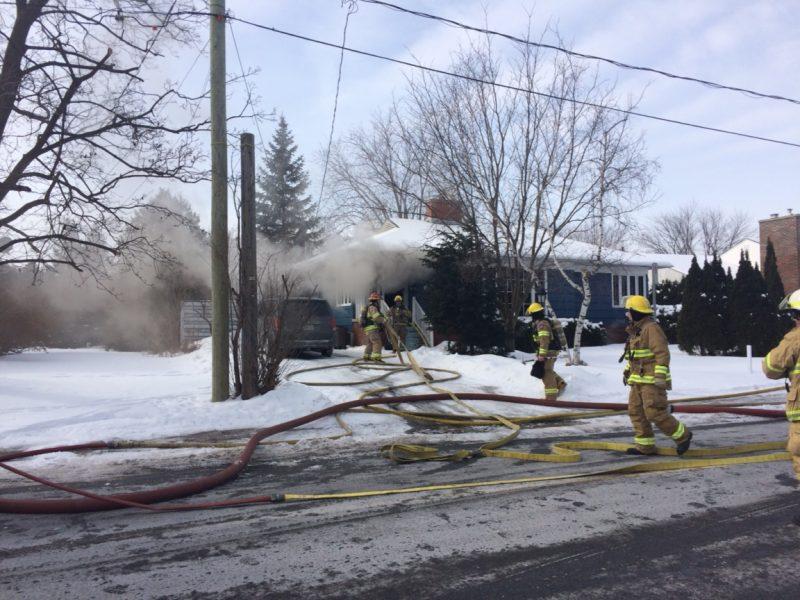 Une maison a été la proie des flammes, sur la rue Lafontaine, près du restaurant McDonald, à Beloeil.