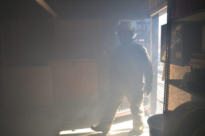 Les pompiers doivent s'exercer à reconnaître les lieux dans cette reproduction d'appartement.