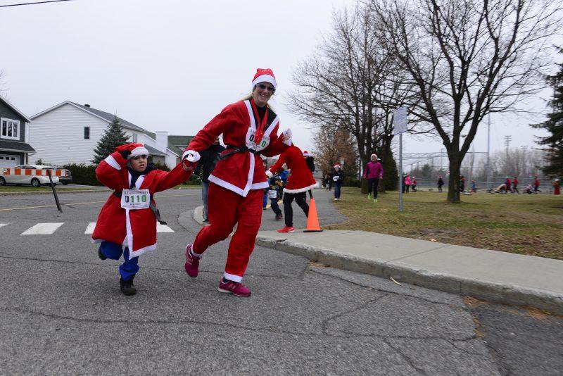 Les Pères Noël envahissent Mont-Saint-Hilaire!