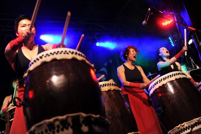 Le Festival international de percussions (FIP) qui animait auparavant les rues du Vieux-Longueuil se tient cette année à Montréal.
