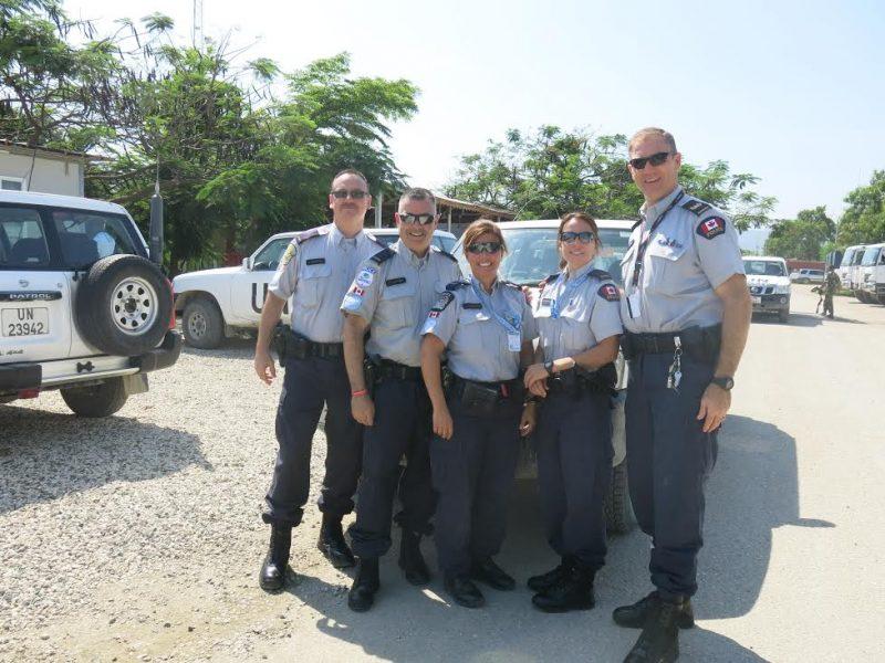 Les policiers canadiens de la Mission des Nations Unies pour la stabilisation en Haïti (MINUSTAH) épaulent des policiers haîtiens qui travaillent dans des conditions difficiles avec peu de ressources.