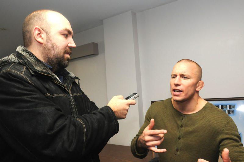 Votre humble serviteur en compagnie de Georges St-Pierre lors d'une entrevue en septembre 2014. J'aimerais d'ailleurs le voir dans l'octogone contre Robbie Lawler.