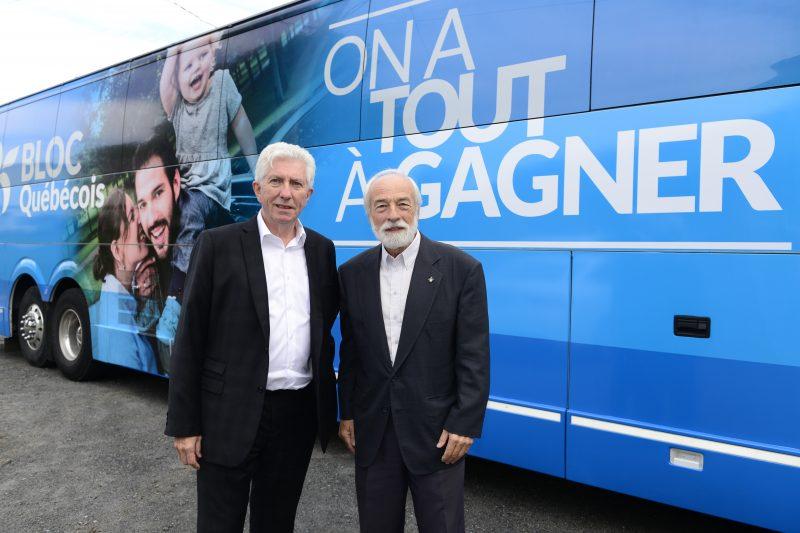 Le chef du Bloc québécois, Gilles Duceppe, et son candidat dans Belœil-Chambly Yves Lessard.