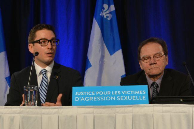 Le député Simon Jolin-Barrette a fait valoir l'urgence d'abolir les délais de prescription, de concert avec Roger Lessard et deux autres membres de l'Association des victimes de prêtres pédophiles.