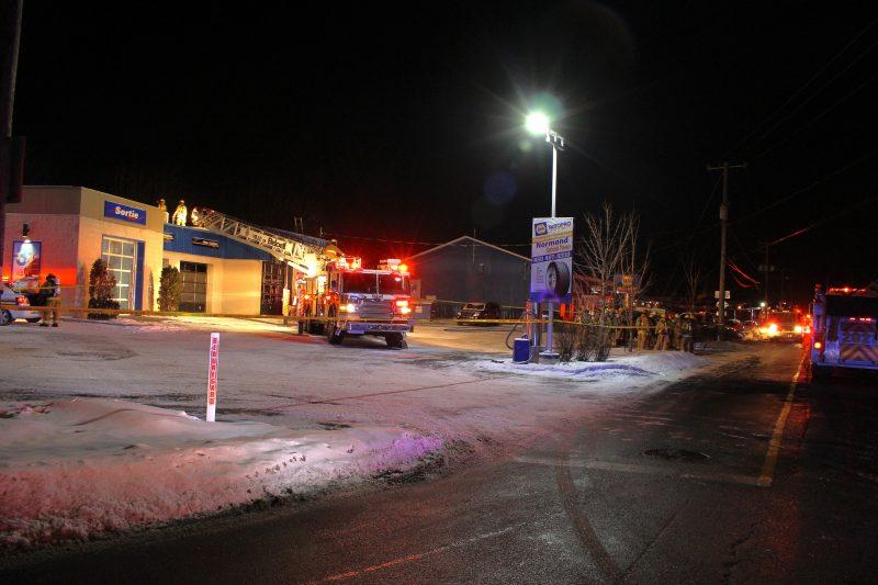Les pompiers sont intervenus au commerce Napa Garage de McMasterville.