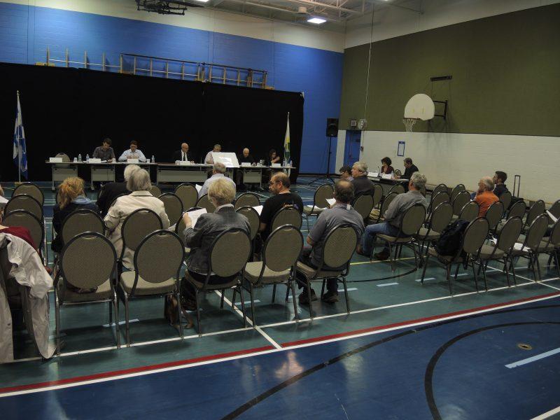 Photo de la séance du conseil municipal tenue à la Pommeraie en mai dernier.