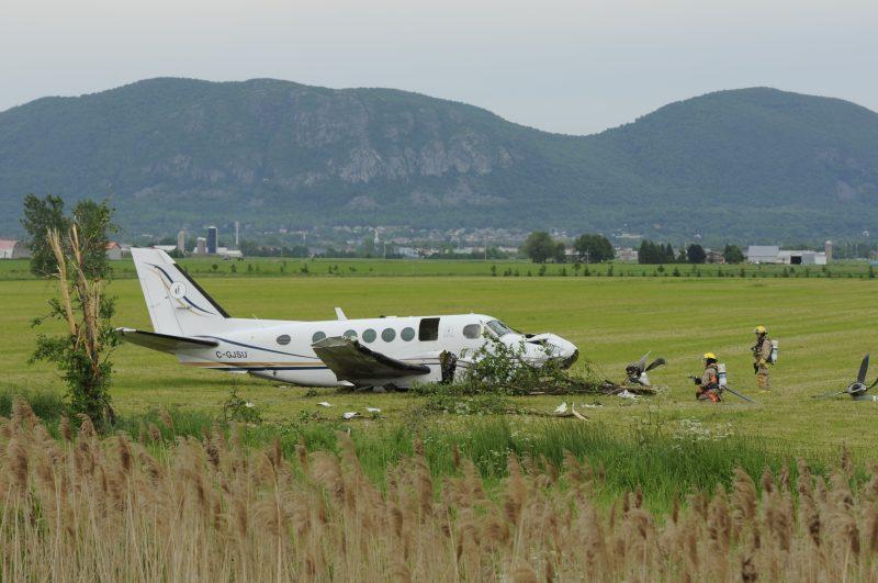 Les quatre personnes qui se trouvaient à bord de l'appareil ont survécu à l'écrasement.
