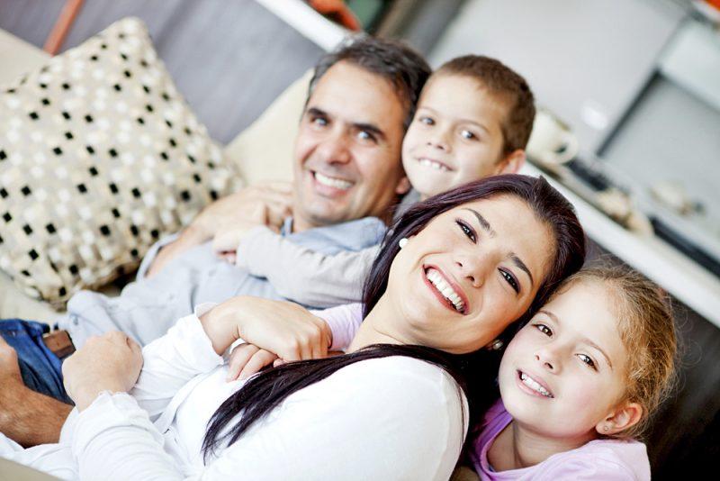 Les familles canadiennes recevront leur part de la Prestation universelle pour la garde d'enfants (PUGE).
