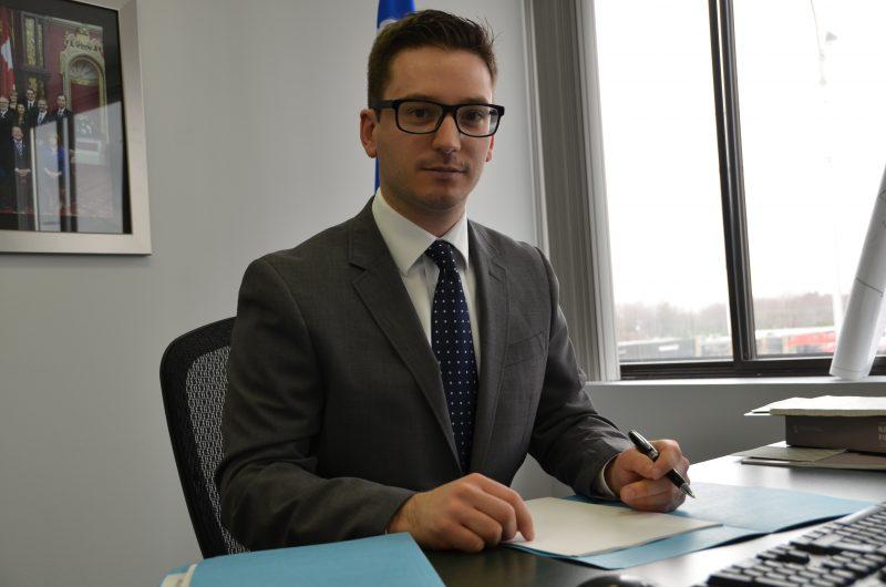 Le député de Borduas Simon Jolin-Barrette dénonce la nouvelle taxe sur l'immatriculation.