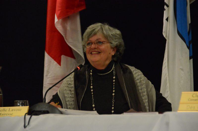 La mairesse Danielle Lavoie dit s'être basée sur le guide de l'UMQ pour établir son salaire.