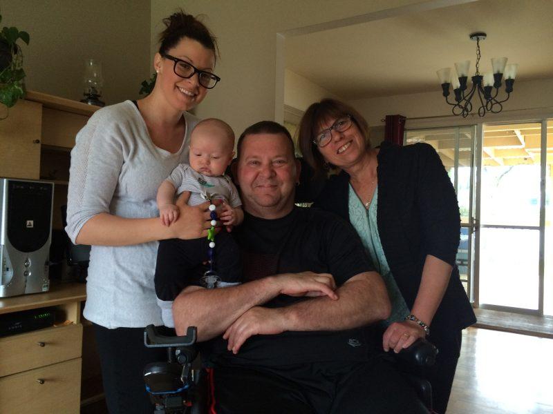 Patrick Mascres, entouré de sa belle-fille, de sa femme et de son petit-fils.